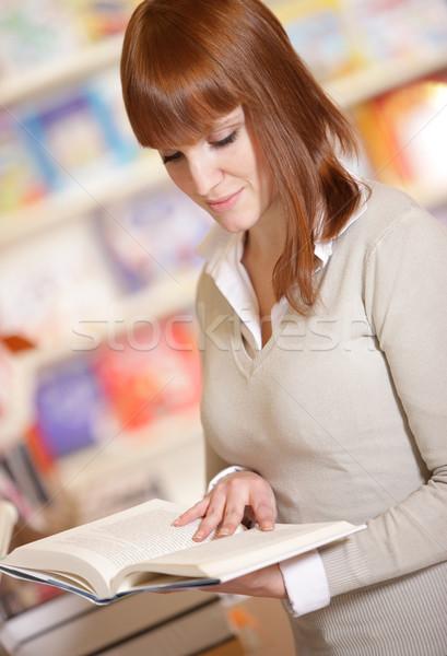 Сток-фото: молодые · библиотека · портрет · довольно · женщины