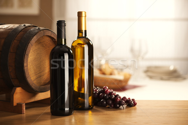Foto stock: Vino · barril · uvas · rojo · vino · blanco · restaurante
