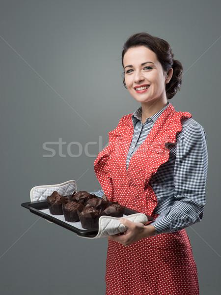 Vintage домохозяйка улыбаясь женщину Сток-фото © stokkete