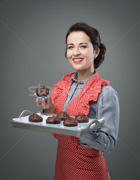 Сток-фото: улыбающаяся · женщина · шоколадом · улыбаясь · Vintage
