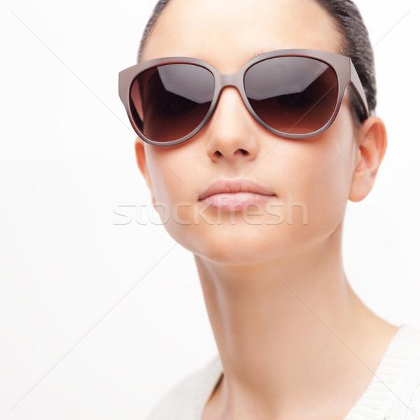 Giovani moda modello occhiali da sole femminile indossare Foto d'archivio © stokkete