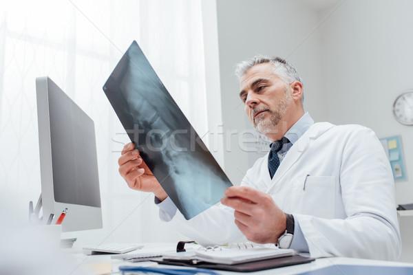 Radyolog xray görüntü profesyonel doktor danışma Stok fotoğraf © stokkete