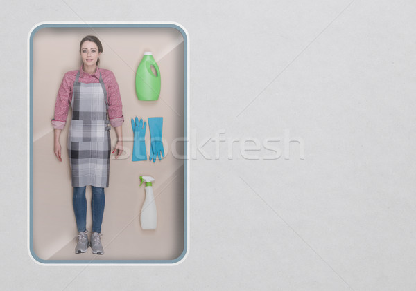 Ev kadını gerçekçi bebek oyuncak görmek paketleme Stok fotoğraf © stokkete