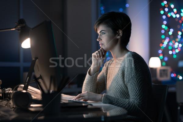 Сток-фото: женщину · поздно · ночь · сидят