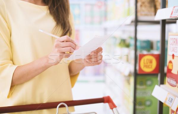 Warenkorb Liste Frau Lebensmittelgeschäft schieben voll Stock foto © stokkete