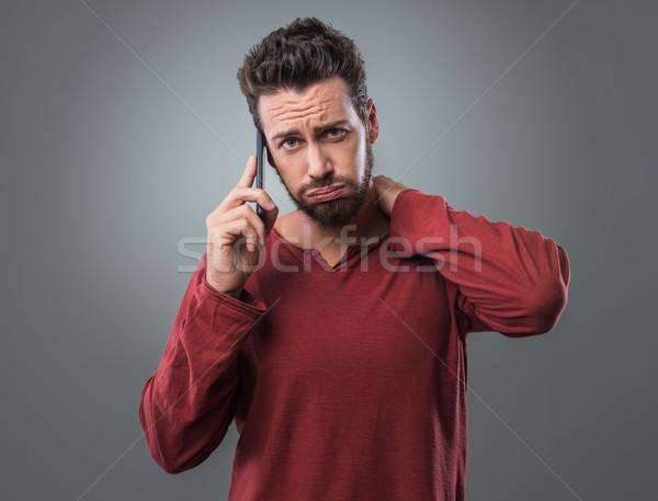 Vervelend telefoongesprek jonge man technologie triest mobiele telefoon Stockfoto © stokkete