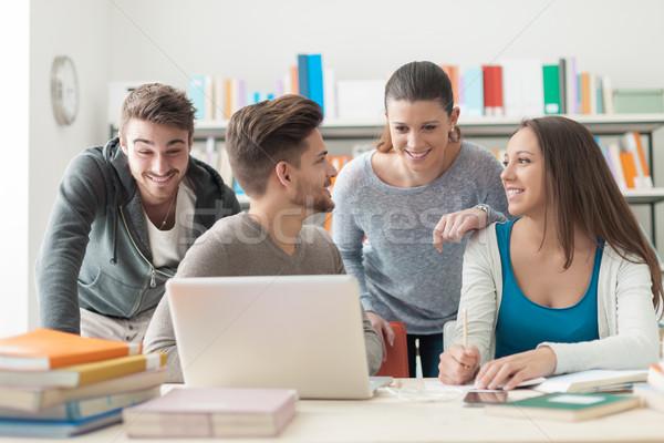 изучения вместе группа улыбаясь колледжей студентов Сток-фото © stokkete