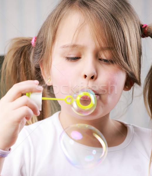 Kicsi buborékfújás portré jókedv szabadság életstílus Stock fotó © stokkete