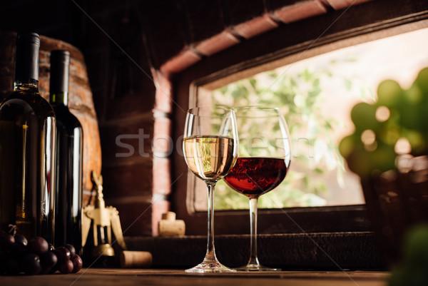 Degustação delicioso vermelho vinho branco vinícola Foto stock © stokkete