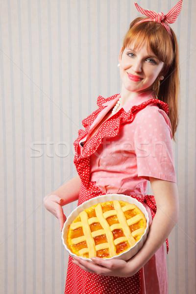 Gyönyörű nő tart olasz pite retro háziasszony Stock fotó © stokkete