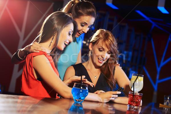 смартфон три красивой друзей Сток-фото © stokkete