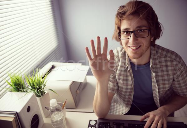 Videó hívás fiatal barátságos fickó mosolyog Stock fotó © stokkete