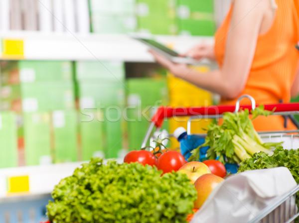 ストックフォト: 食品 · アプリ · ストア · 女性 · タブレット · 食料品