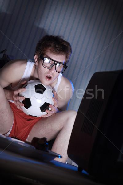 Piłka nożna fan oglądanie telewizji młody człowiek fanatyk gry Zdjęcia stock © stokkete