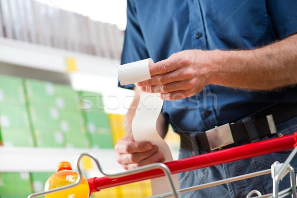 Custo vida homem supermercado longo Foto stock © stokkete