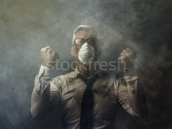 Mérges üzletember szennyezés kiemelt levegő üzlet Stock fotó © stokkete