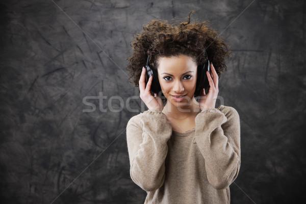Genç kadın müzik kız güzellik kadın Stok fotoğraf © stokkete