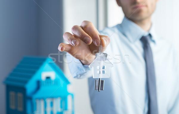 Ház kulcsok ingatlanügynök modell férfi üzletember Stock fotó © stokkete