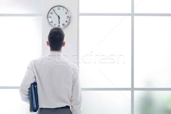 Empresario reloj oficina vista posterior tiempo Foto stock © stokkete
