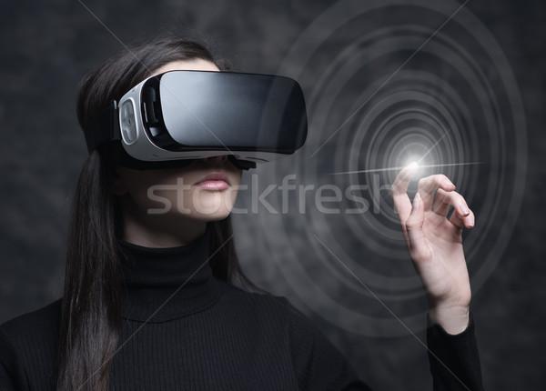 Stok fotoğraf: Sanal · gerçeklik · genç · kadın · teknoloji · yenilik