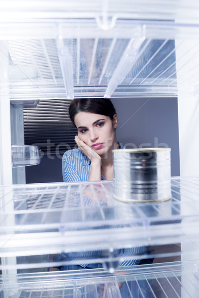 Lege koelkast jonge triest vrouw naar Stockfoto © stokkete