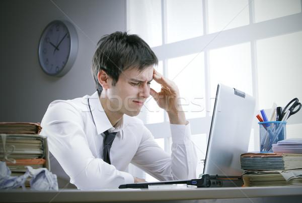Hoofdpijn zakenman werk klok laptop werken Stockfoto © stokkete