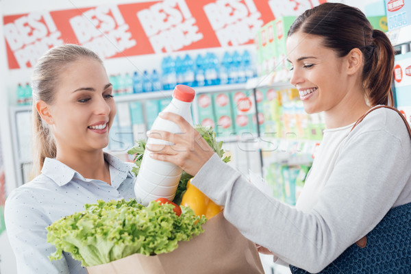 Kobiet zakupy wraz supermarket szczęśliwy spożywczy Zdjęcia stock © stokkete