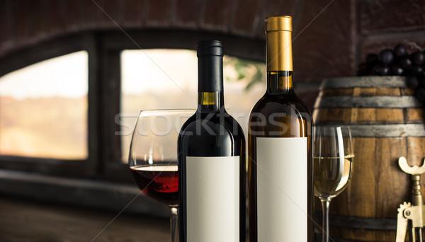 Borkóstolás borászat bor üvegek címke borospoharak Stock fotó © stokkete