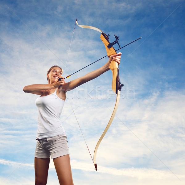 Nő gyakorol íj nyíl vonzó nő kék ég Stock fotó © stokkete
