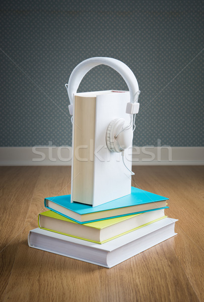 книга белый наушники книга в твердой обложке Сток-фото © stokkete