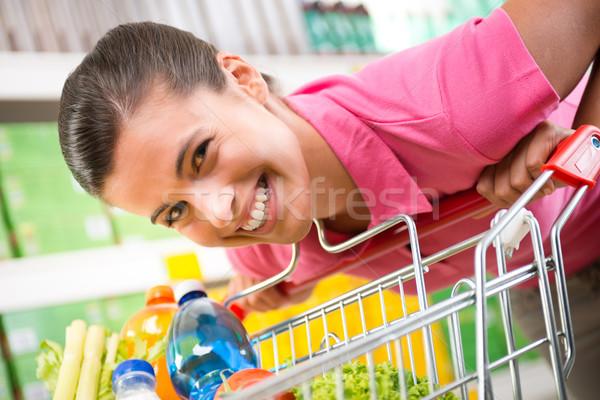Zdjęcia stock: Kobieta · sklepu · młoda · kobieta · różowy · shirt