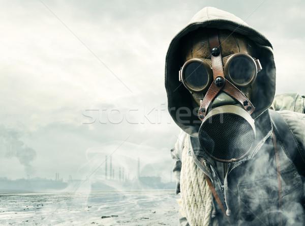 Milieu ramp post apocalyptische overlevende gasmasker Stockfoto © stokkete