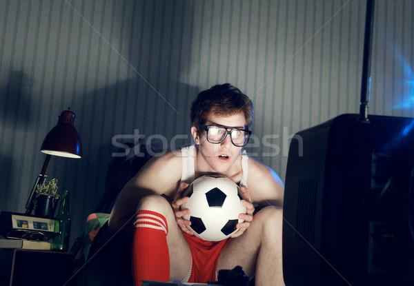 Piłka nożna fan oglądanie telewizji młody człowiek fanatyk oglądania Zdjęcia stock © stokkete