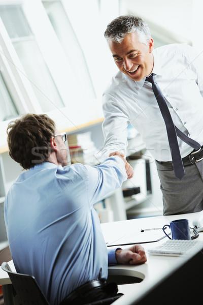 Işadamları el sıkışmak ofis iş erkekler el sıkışma Stok fotoğraf © stokkete