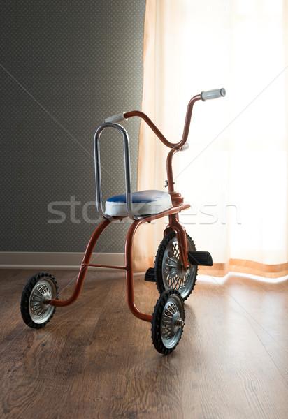 Bağbozumu turuncu üç tekerlekli bisiklet renkli oda pencere Stok fotoğraf © stokkete