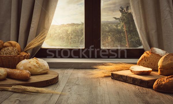 Rano świeże chleba stół kuchenny okno Zdjęcia stock © stokkete