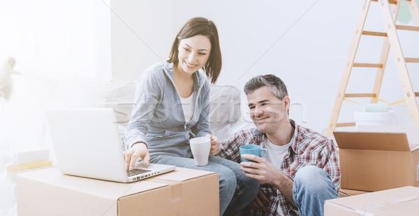 Pár mozog együtt új ház dobozok kapcsolódik Stock fotó © stokkete