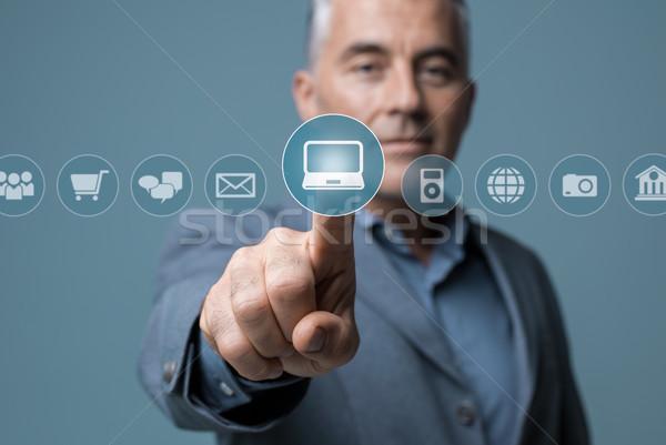 ビジネスマン バーチャル インターフェース インタラクティブな アイコン ストックフォト © stokkete