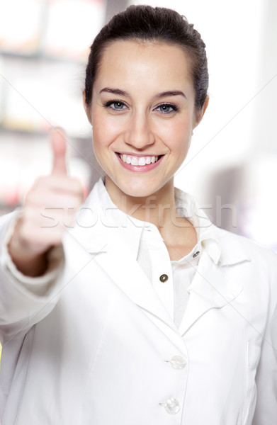 肖像 女性 笑みを浮かべて 薬剤師 作業 ストア ストックフォト © stokkete
