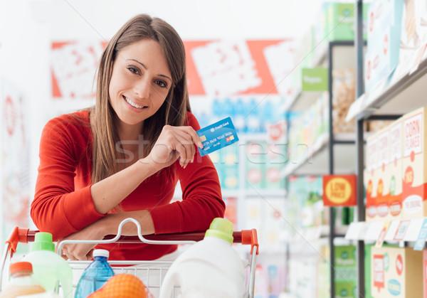 Stok fotoğraf: Kadın · alışveriş · kredi · kartı · gülümseyen · kadın · bakkal · süpermarket