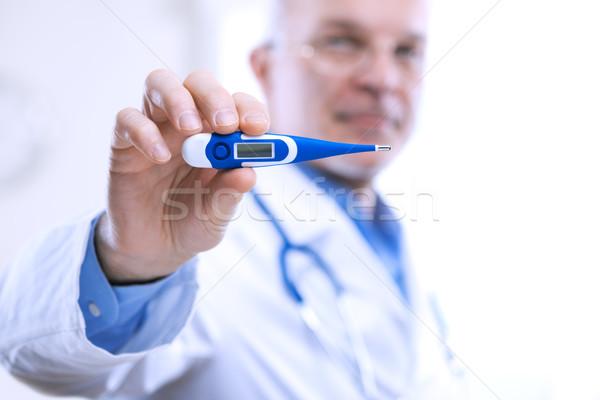 Température supérieurs médecin thermomètre Photo stock © stokkete