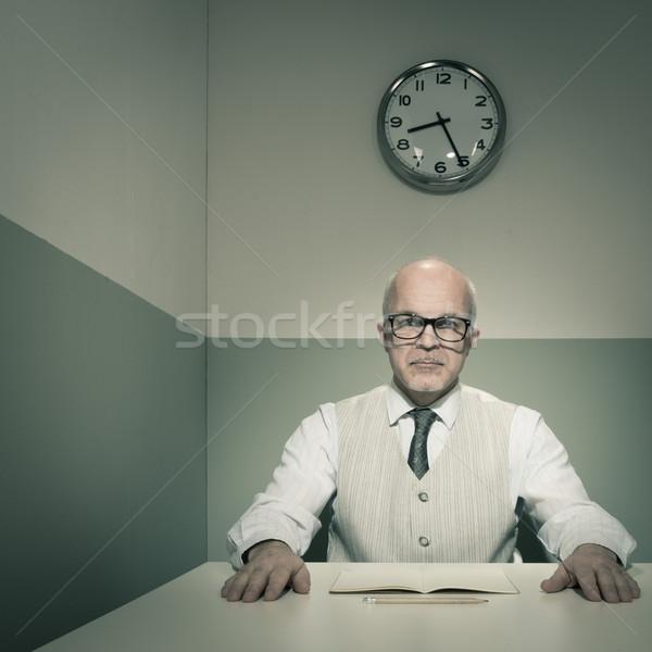 Onderzoeken senior baas sollicitatiegesprek man zakenman Stockfoto © stokkete