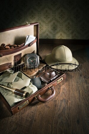 Gangsters revólver vintage arma cuero maletín Foto stock © stokkete
