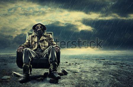 Ambiental catástrofe postar sobrevivente máscara de gás Foto stock © stokkete