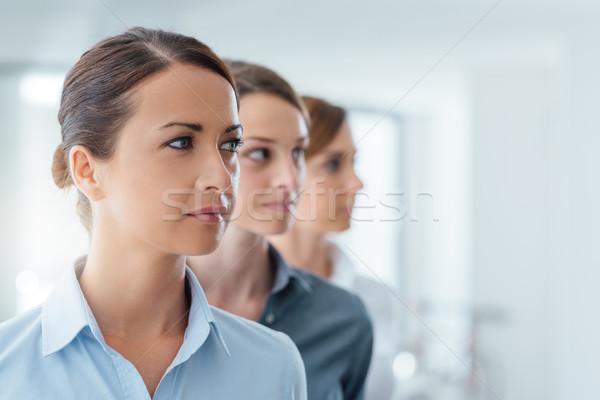 Business vrouwen poseren ambitieus leiderschap Stockfoto © stokkete