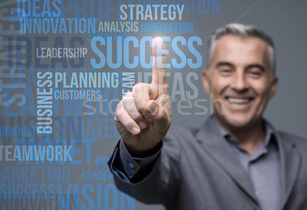 üzletember virtuális érintőképernyő interfész sikeres mosolyog Stock fotó © stokkete