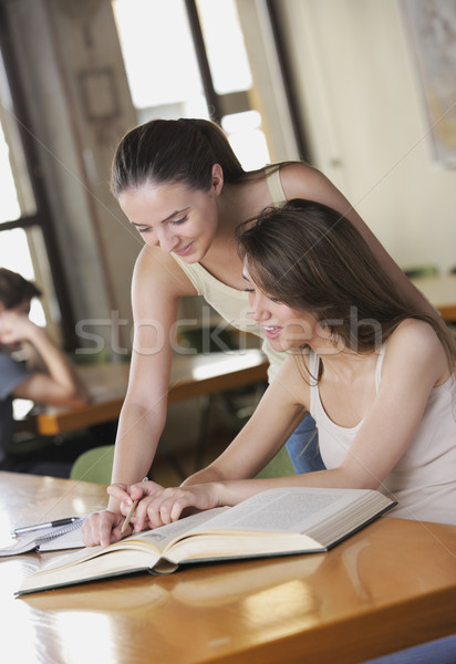 Bom conversa dois estudante discutir algo Foto stock © stokkete