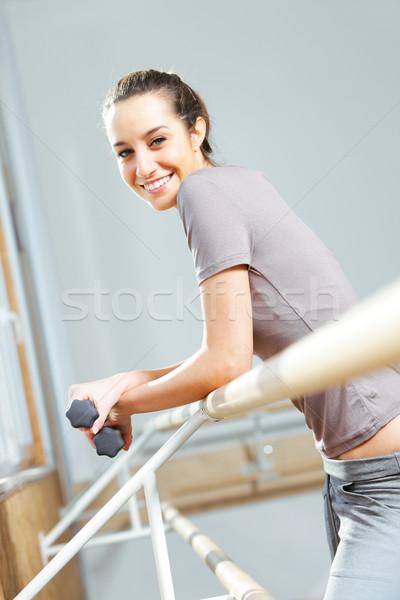 Stockfoto: Portret · aantrekkelijk · jonge · vrouw · oefening · vrouwen