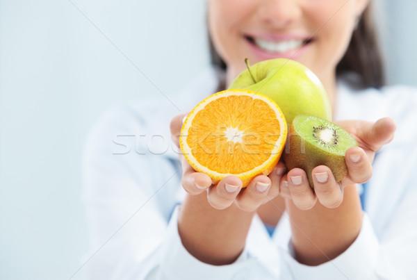Zdjęcia stock: Diety · zdrowa · żywność · lekarza · specjalista · od · żywienia · owoców · ręce
