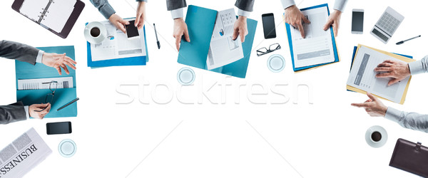 üzleti csapat megbeszélés dolgozik irodai asztal kezek felső Stock fotó © stokkete